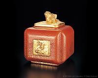 Нажмите на изображение для увеличения Название: Liuli_CandyBox_with_Goldfish1993_PalaceMuseumBeijing.jpg Просмотров: 0 Размер:39.2 Кб ID:161413